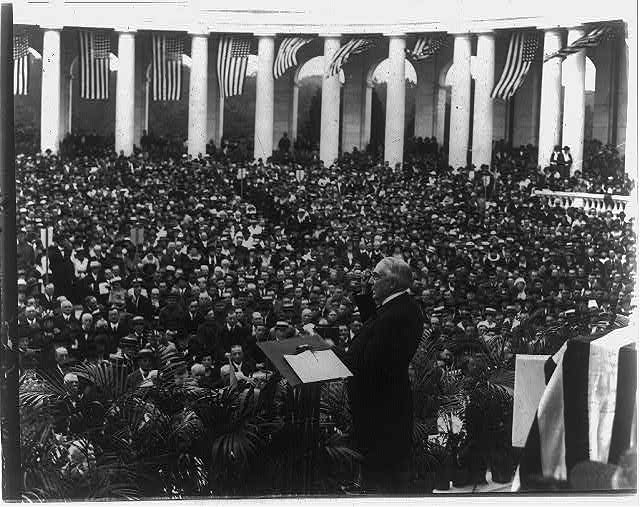[Warren G. Harding making a Memorial Day address at Arlington National Cemetery]