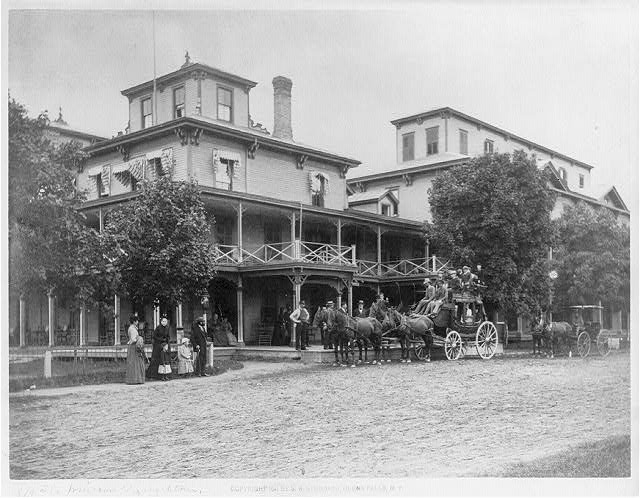 [Coach full of tourists in front of the Windsor Hotel, Elizabethtown, N.Y.]