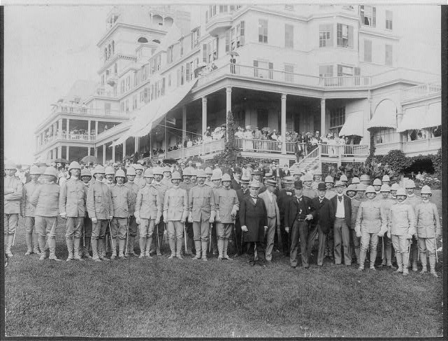 President McKinley and officers of 26th U.S.V. Infantry [posed in front of] Hotel Champlain, [Plattsburg, N.Y.]