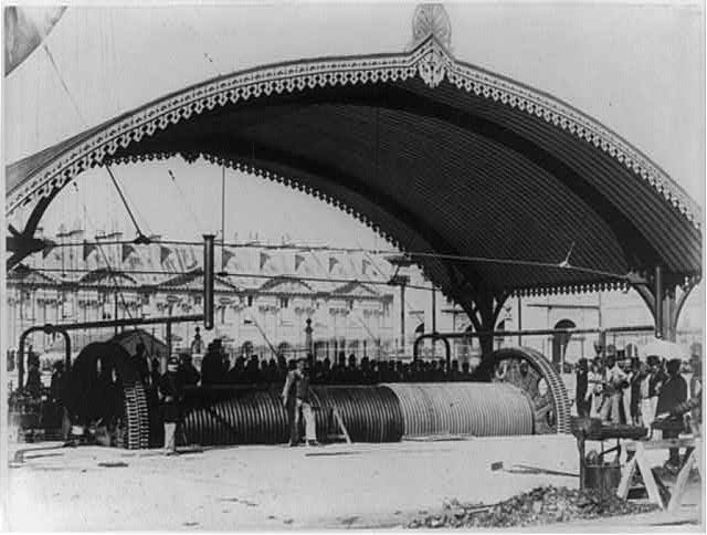 [Grand Balloon... de Mr. Genry Giffard, 1878 - Balloon cables under ornate canopy]