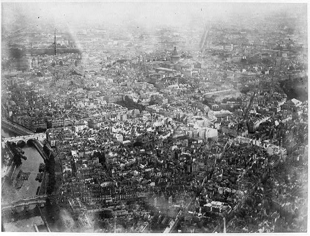 [Grand Balloon... de Mr. Henry Giffard, 1878 - High aerial view of Paris from Balloon]