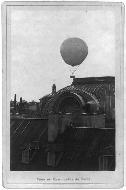 [Captive balloon of Henri Giffard over Paris, 1878; low above Saint Roch church]