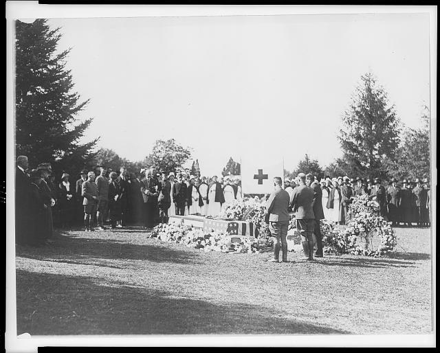 Scene at the grave of Miss Jane Delano, late Director of the Nurse Corps of the National Red Cross, who was buried at Arlington National Cemetery today