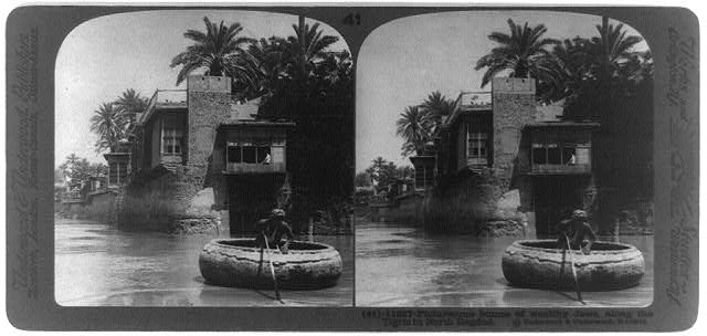 Picturesque homes of wealthy Jews, along the Tigris in north Bagdad