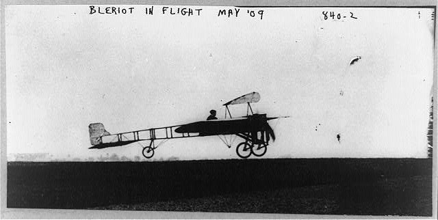 Blériot in flight, May, '09