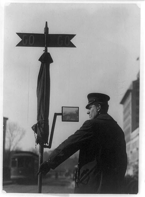 [Policeman using mirror to direct traffic at 14th St. and Pennsylvania Avenue, Washington, D.C.]
