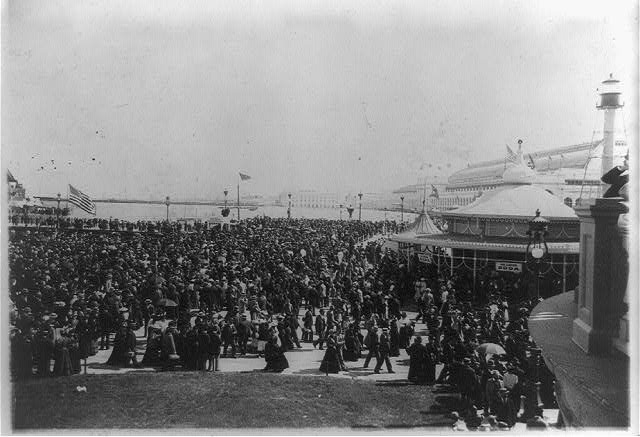 [British Day crowds crossing bridge at World's Columbian Exposition, Chicago, Ill.]