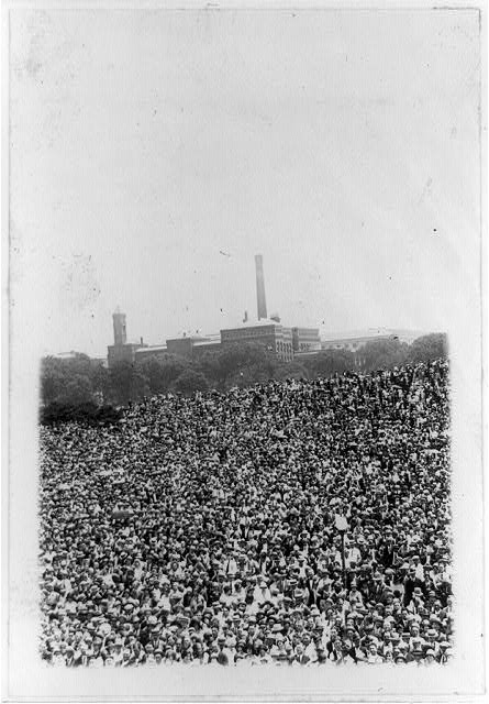 [Crowds gathered at the Washington Monument grounds, Washington, D.C., to welcome Col. Charles Lindbergh]