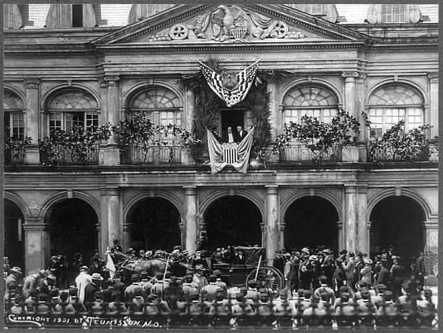 [William McKinley making speech from balcony in New Orleans]