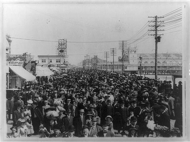 [Crowd on the boardwalk, Atlantic City, New Jersey]