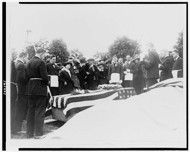 Burial of the first sailor dead of the Great War at Arlington National Cemetery