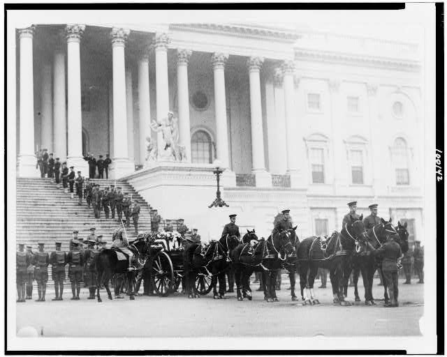 [Flag-draped casket of the unknown soldier on horsedrawn caisson in front of the U.S. Capitol]