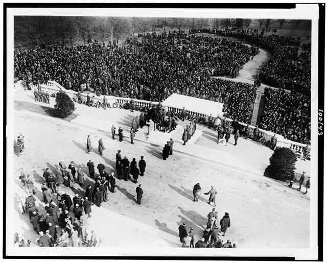 [Crowd at burial of unknown soldier at Arlington National Cemetery]