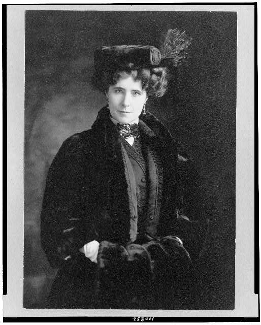 [Elinor (Sutherland) Glyn, half-length portrait, standing, facing front]