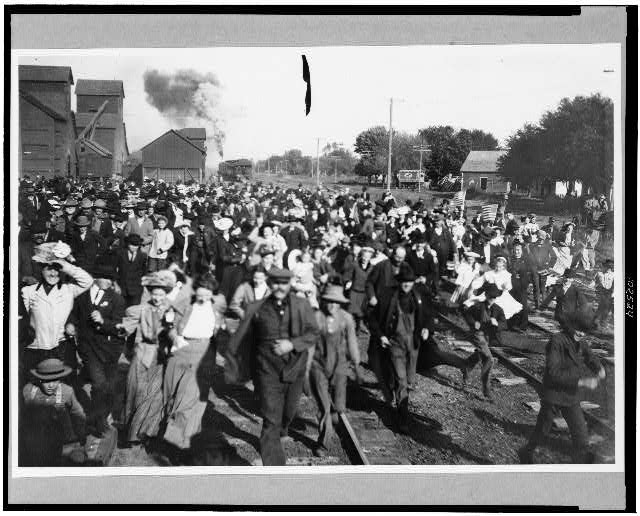Crowd to greet Wm. H. Taft, De Witt, Nebraska, 1908