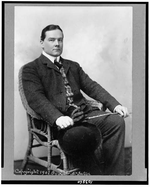 [Richard Harding Davis, full-length portrait, seated, facing right]