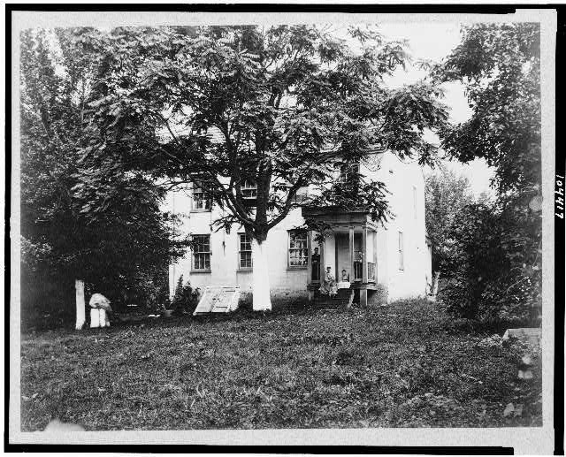 [D.R. Miller house, with family on porch, Hagerstown Pike, Antietam, Maryland]