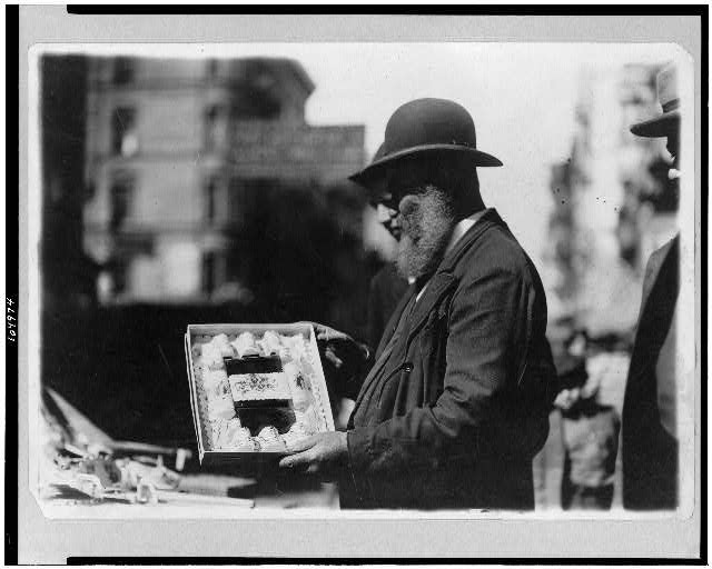 [Jewish life--selling New Year's cards, East Side, New York City]