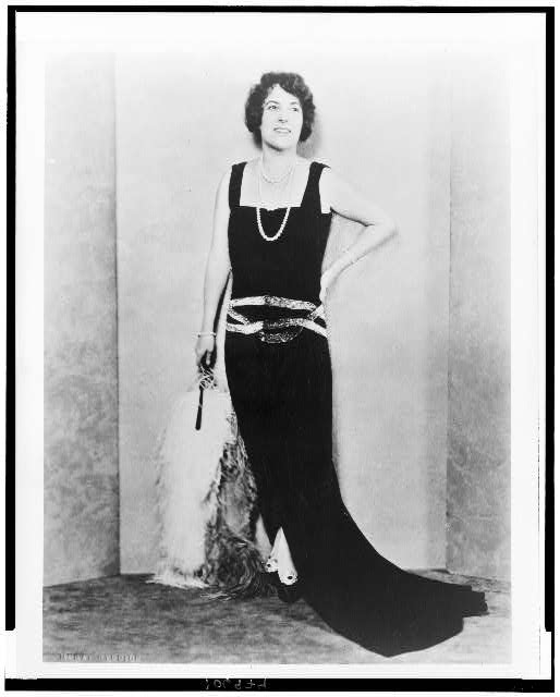 [Frances Alda, soprano, full-length portrait, facing front]