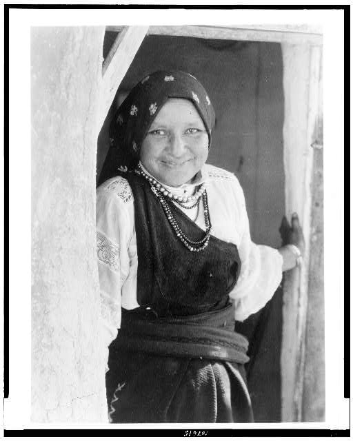 [An Isleta woman]