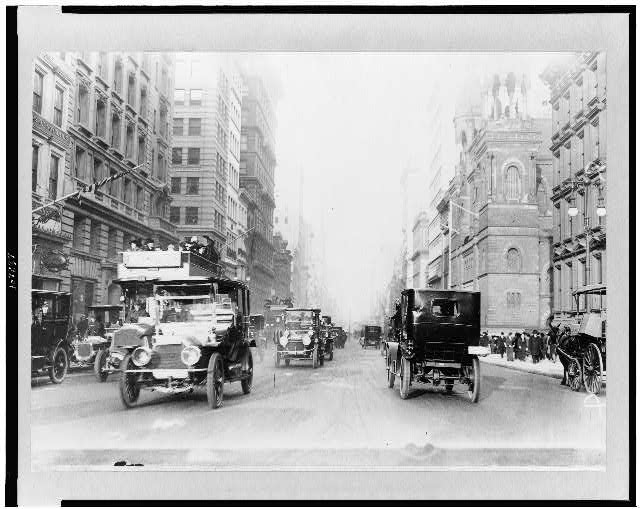 [New York City street scenes - 5th Avenue]