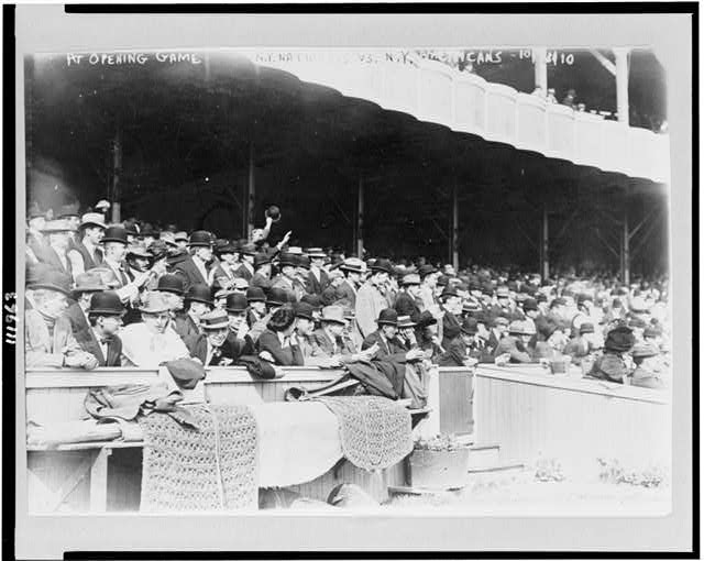 [Baseball fans at the opening game of the unofficial World Series, between the New York Nationals and the New York Americans]