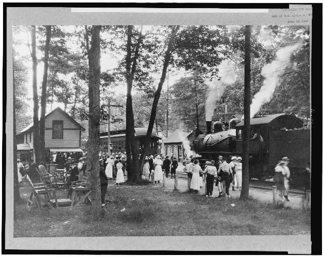 [Crowd at railroad station, Sylvan Beach, New York]