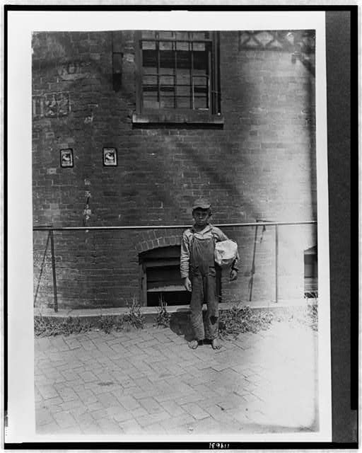 Sidney Ashcraft, 10 years old, 517 Hannibal St., N., Cincinnati. Bundle Carrier.  Location: Cincinnati, Ohio.