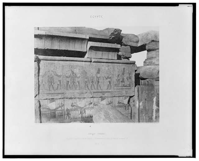 Karnak (Thèbes) - palais - construction de granit - decoration sculptée et peinte, au point R