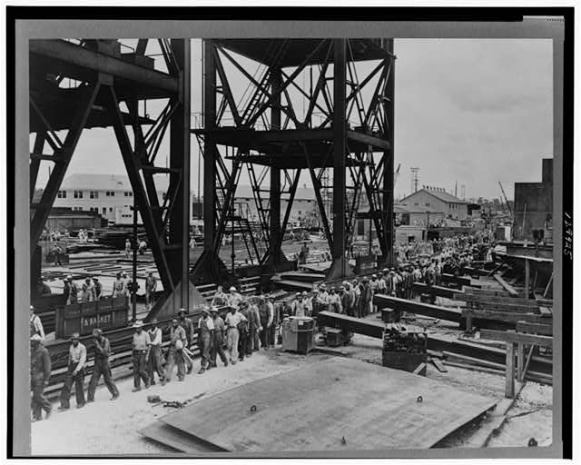 Beaumont, Texas. Workers leaving the Pennsylvania shipyards at the change of shift