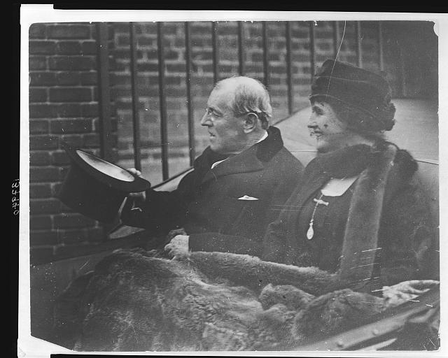 [Woodrow Wilson and Ellen Wilson participating in Armistice Day festivities]