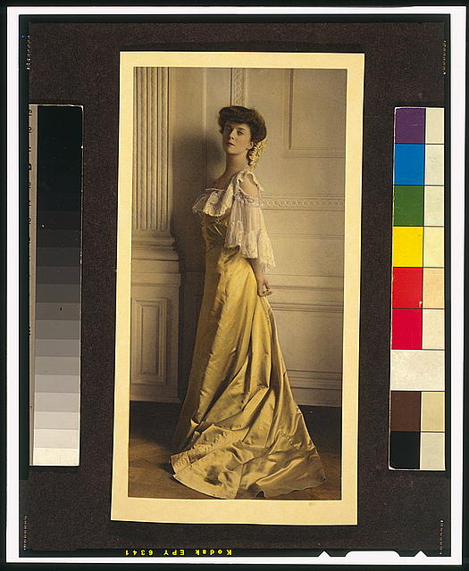 [Alice Roosevelt Longworth, full-length portrait, standing, facing left]