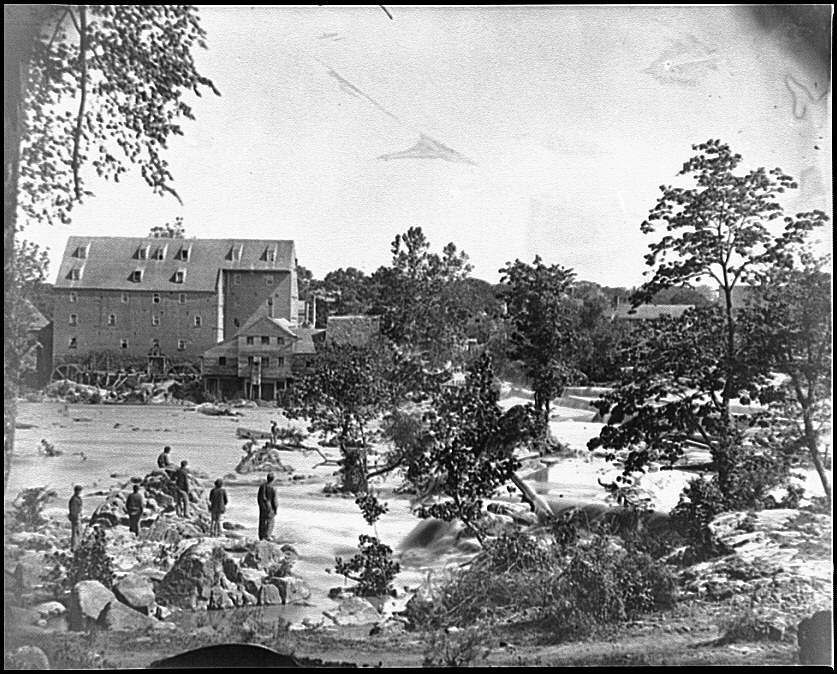 [Petersburg, Va., vicinity. Johnson's Mill on the Appomattox near Campbell's Bridge; soldiers standing on rocks in the stream]
