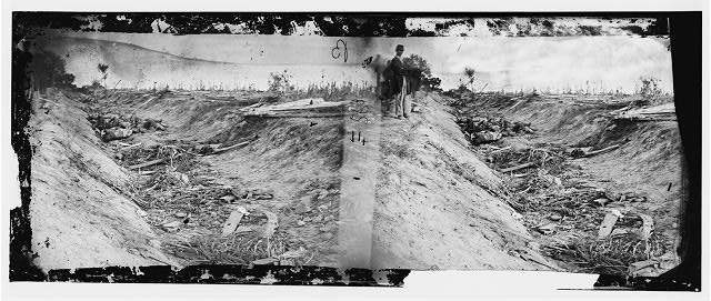[Antietam, Md. Confederate dead in a ditch on the right wing]