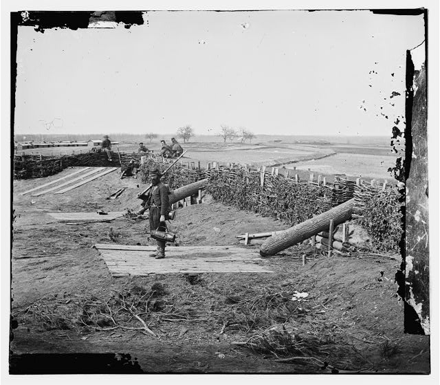 [Centreville, Va. Fort on the heights, with Quaker guns]