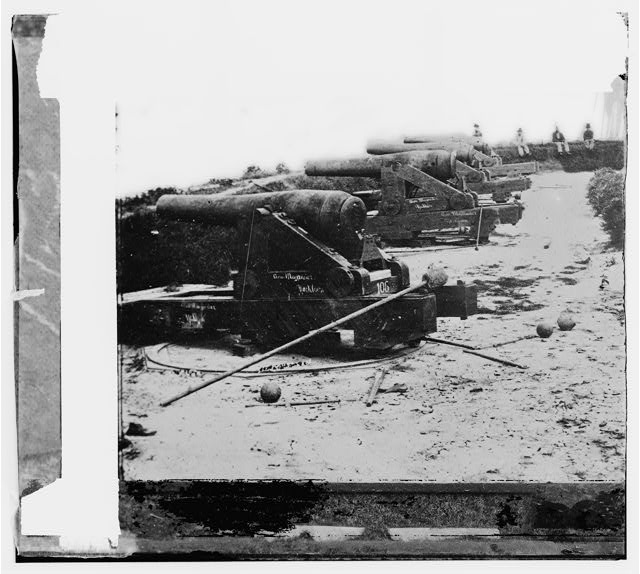 [Yorktown, Va. Confederate water Battery Magruder, with Rodman smooth-bore siege guns]