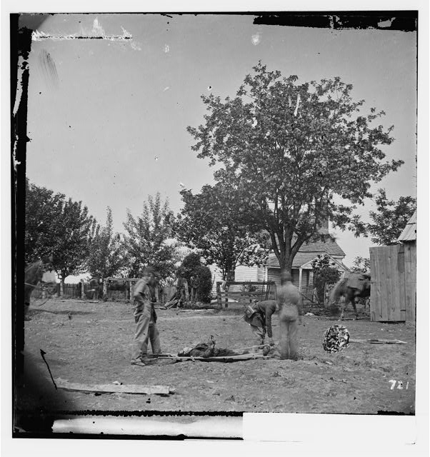 [Spotsylvania Court House, Va., vicinity. Burial of soldier by Mrs. Alsop's house, near which Ewell's Corps attacked the Federal right on May 19, 1864]