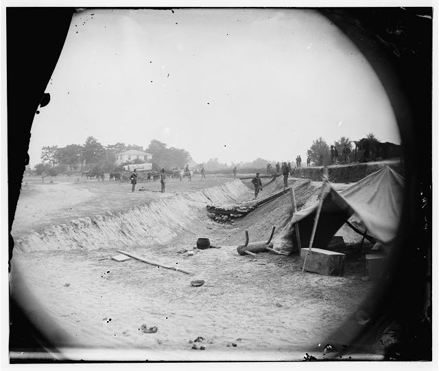 [Petersburg, Va. Redoubt near Dunn's house in outer line of Confederate fortifications captured June 14, 1864, by Gen. William F. Smith]