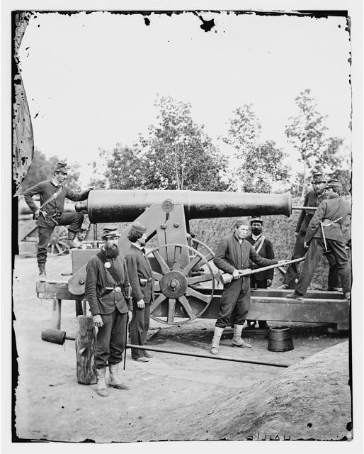 Arlington, Virginia. Big gun at Fort Woodbury