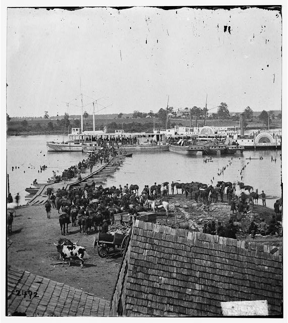 [Port Royal, Va. Transports being loaded from a pontoon bridge during the evacuation]