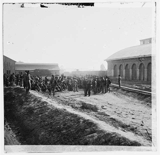 [Chattanooga, Tenn. Confederate prisoners at railroad depot]