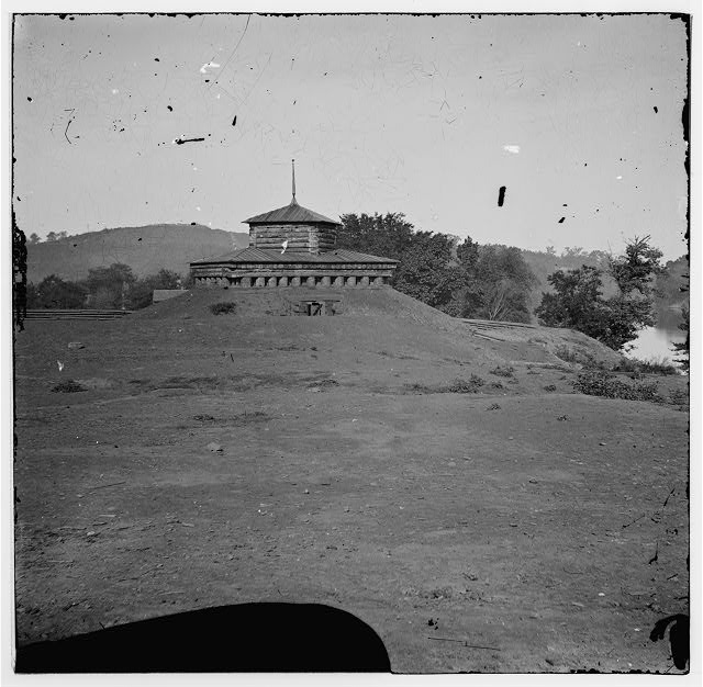 [Tennessee River.  Blockhouse on the bank]