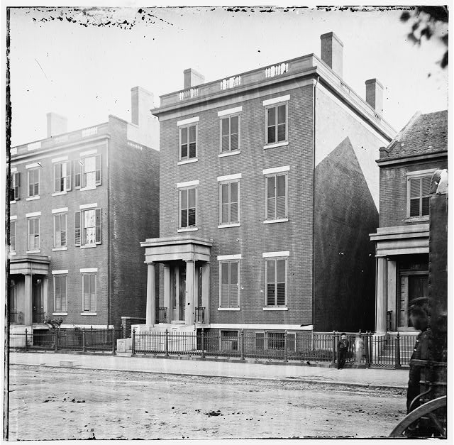 [Richmond, Va. Residence of Gen. Robert E. Lee (707 East Franklin Street)]