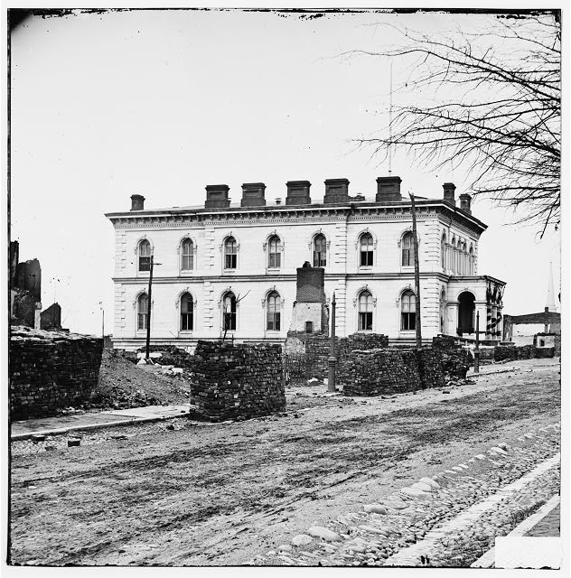 [Richmond, Va. Custom House, standing among the ruins]