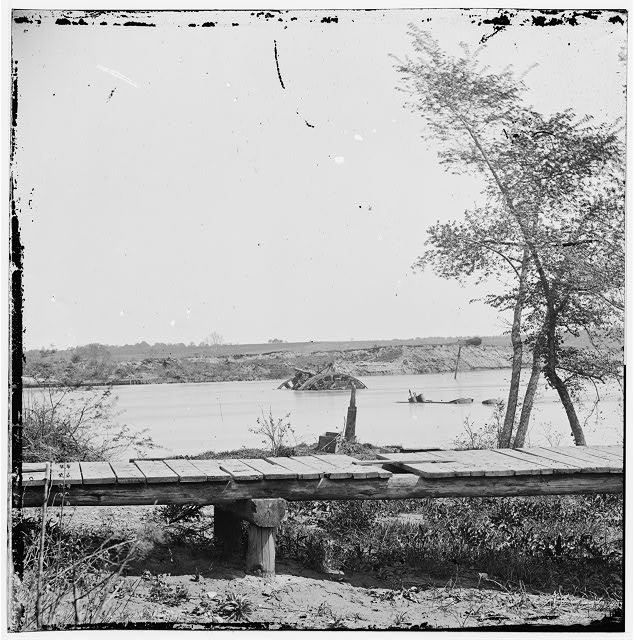 [James River, Va. Sunken Confederate ships Virginia (ram) and Jamestown]