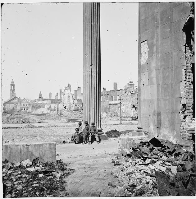 [Charleston, S.C. View of ruined buildings through porch of the Circular Church (150 Meeting Street)]