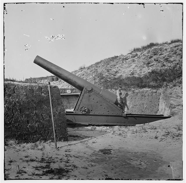[Morris Island, S.C. Interior view with another mounted gun, Fort Putnam]