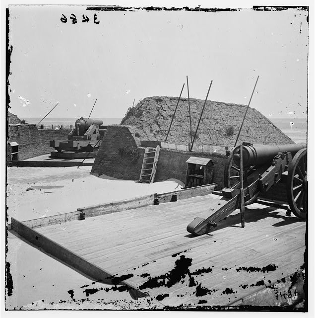 [Sullivan's Island, S.C. Guns at northeast angle of Fort Marshall]