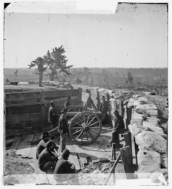 [Atlanta, Ga. Federal soldiers by gun in captured fort]
