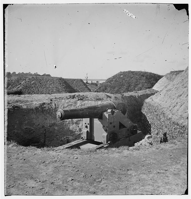 [Savannah, Ga., vicinity. Confederate gun at Fort McAllister]
